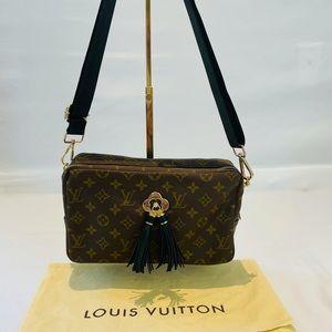 💯AUTH Louis Vuitton Trousse 23